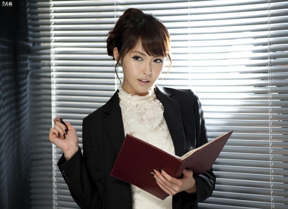 office-lady_amazonawscom