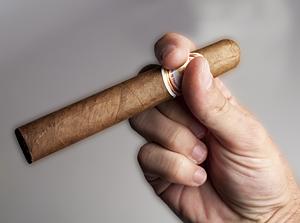 Hold Cigar