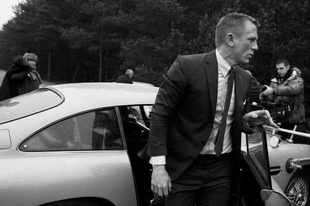 Bond Photo 5
