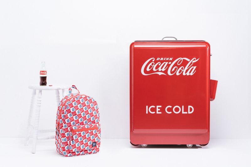 F16-CocaCola-01-800x800