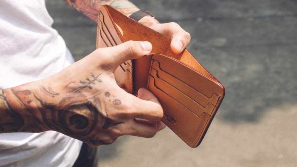 bi-fold-wallet-buffalowings