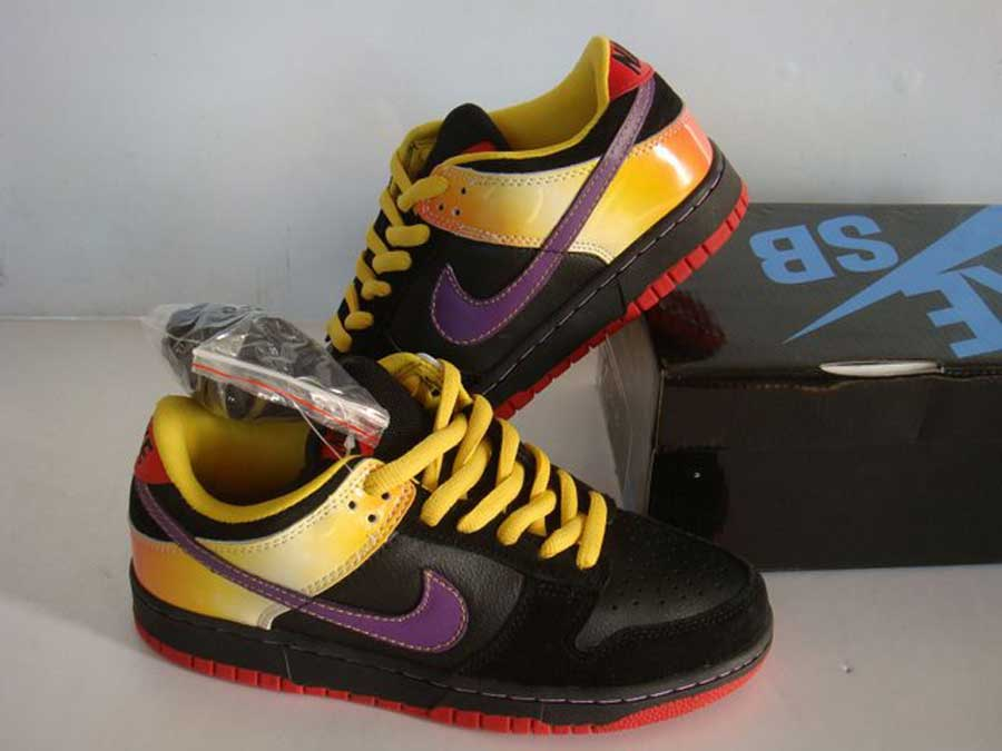 dunk-sb-low-guns-n-roses-appetite-for-destruction-anthracite-deep-violet-black-yellow-1