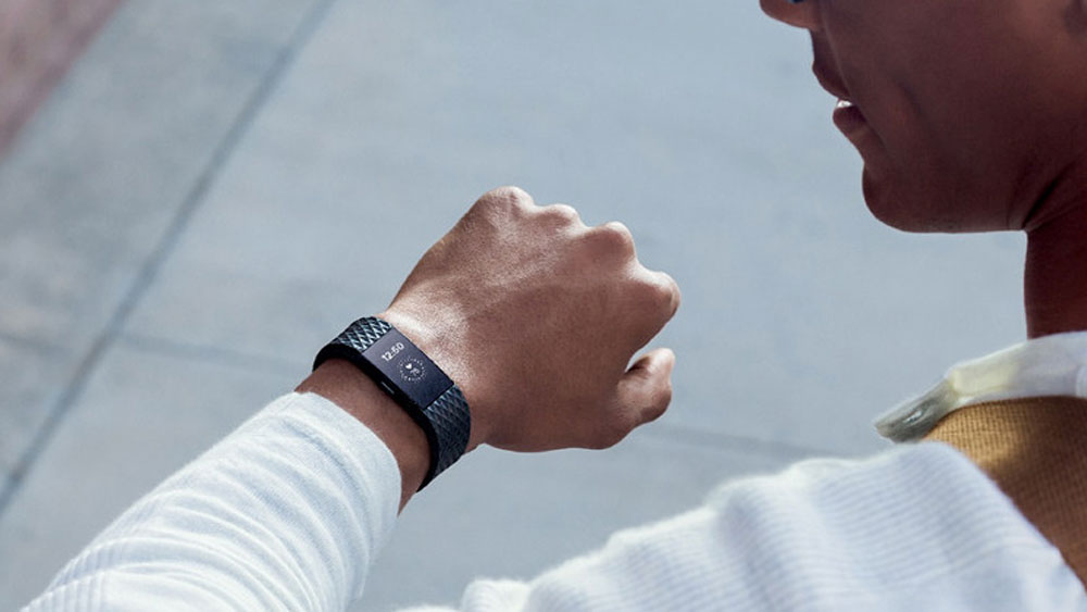 fitbit-charge-2_business-street_lifestyle-970x546-c