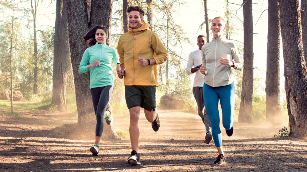 fitbit-charge-2_group-hiking_lifestyle-2