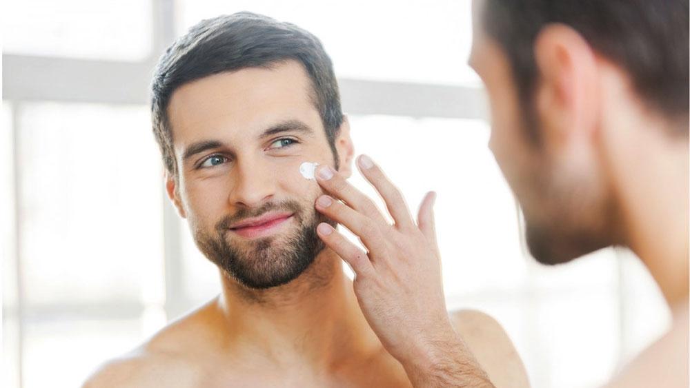 ดูแลผิว PM 2.5 03-men-grooming-pm-2-5-protect-your-skin-apply-cream-jan20