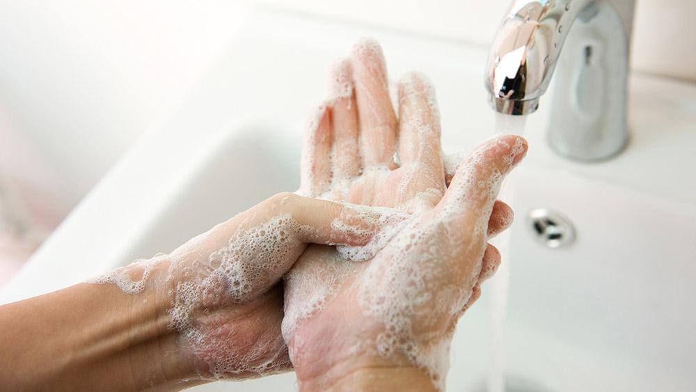 04-covid-19-ดูแลตัวเอง-men-health-hand-wash-mar20